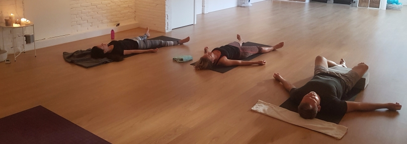 Savasana na poweryoga bij Holibody
